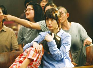 정부는 지난해 영화 '도가니'를 계기로 광주 인화학교 장애아동 성폭력 사건에 대한 논란이 커지자 법률조력인 제도를 포함한 장애인 성폭력 종합대책을 발표했다. 사진은 인화학교 사건을 다룬 영화 '도가니'의 한 장면.