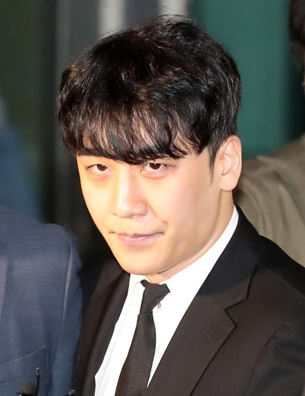 구속영장이 기각된 승리(이승현)가 14일 오후 서울 중랑구 중랑경찰서를 나서고 있다. ⓒ뉴시스·여성신문