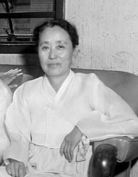 박현숙 의원은 일제식민지 시기 독립운동과 여성운동을 했으며 해방 후 1946년 남조선과도입법의원으로 참여한 후 1958년 제4대 국회의원에 당선됐다. / 중앙선거관리위원회