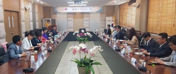 대구경북중소기업벤처청 3층 중회의실에서 시니어벤처협회 회원사와 김성섭청장과의 간담회가 열렸다.