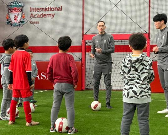 리버풀FC 아카데미 코리아에서 훈련에 집중하는 아이들 @unsplash.com