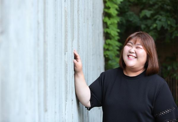 지난 4월 첫 앨범 'Like The Moon'을 발매한 가수 민선e ⓒ이정실 여성신문 사진기자