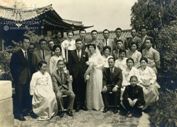 1962년 5월 10일 이희호 여사의 외삼촌 이원순씨 댁에서 치뤄진 김대중 대통령과 이희호 여사의 결혼식. 이희호 여사는 김대중 대통령과 재혼한다.