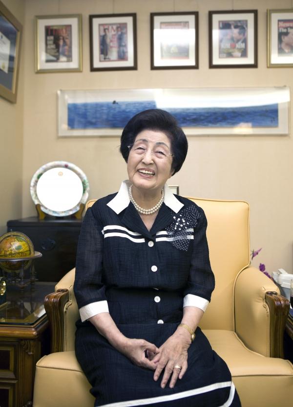 사진은 이희호 선생이 구순을 맞은 2011년 9월 서울 마포구 동교동 자택에서 여성신문과의 인터뷰 모습 ⓒ여성신문DB