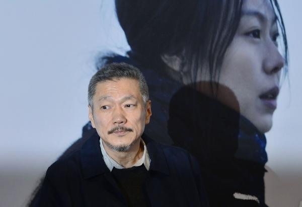 지난 2017년 3월 영화 '밤의 해변에서 혼자' 언론시사회에서 영화감독 홍상수씨가 기자들의 질문에 답하고 있다. 홍씨는 이날 외도 사실을 공식 인정했다. ©뉴시스
