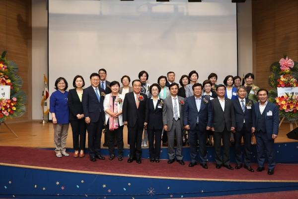 문희상 국회의장이 21일 국회 의원회관 대회의실에서 열린 한국여성정치연맹 창립 제29주년 기념식에 참석해 축하의 말을 전했다. ⓒ국회의장실