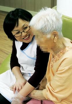 지난해 문을 연 '다솜누리'에서는 치매, 중풍을 앓고 있는 노인들을 위한 요양 서비스를 제공하고 있다. ⓒ정대웅 / 여성신문 사진기자 (asrai@womennews.co.kr)