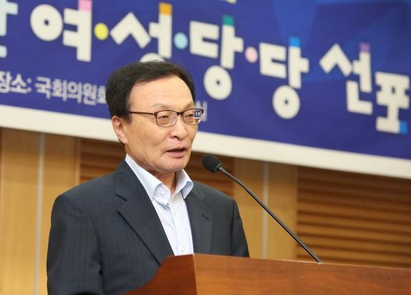 이해찬 더불어민주당 대표가 24일 서울 여의도 국회 의원회관에서 열린 '2020 총선 승리를 위한 '여·성·당·당 선포식'에 참석해 축사를 하고 있다. ⓒ이정실 여성신문 사진기자