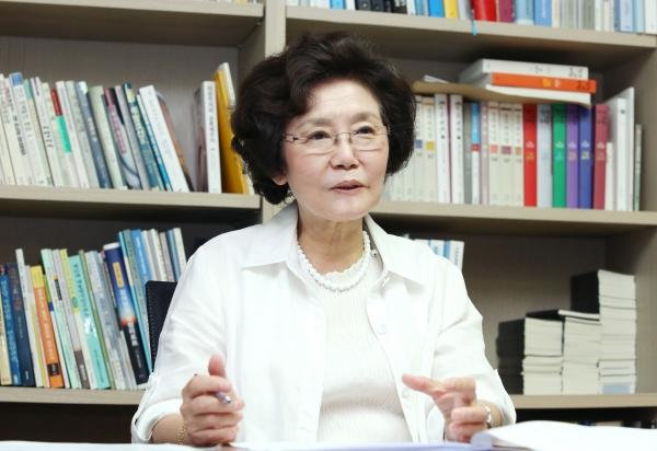 지난 12일 출범한 '사무금융우분투재단'의 초대 재단 이사장을 맡은 신필균 복지국가여성연대 대표 ⓒ이정실 여성신문 사진기자