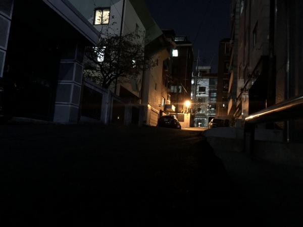 어두운 골목길은 범죄가 일어나기 쉽다. ⓒ여성신문