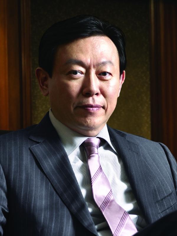 신동빈 롯데그룹 회장은 26일 일본 롯데홀딩스 주주총회에서 이사직에 재선임됐다.