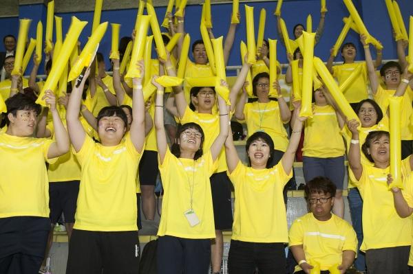 26일 서울 강서구 KBS 아레나 제2체육관에서 열린 '2019 스페셜올림픽코리아 투게더 페스티벌'에서 팀별 응원전이 펼쳐지고 있다.