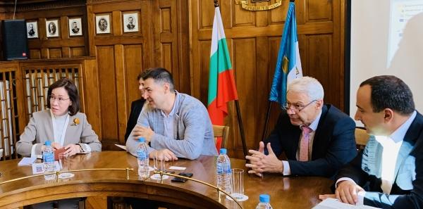 이인선 청장은 불가리아 플로브디프시 이반 토테브 시장과 양 도시의 과학기술·사회문화 등을 포함한 경제 전반에 대해 협의했다. ⓒ대구경북경제자유구역청