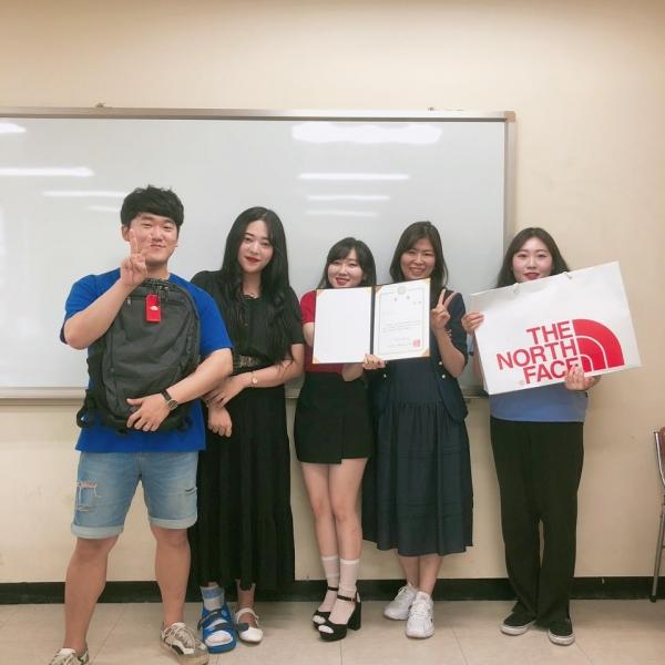 (왼쪽부터) 평택대 4학년 김재현, 범지희, 이린, 조은혜(오른쪽 두번째는 양정은 교수) ⓒ평택대