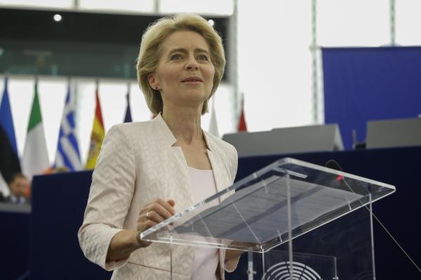 16일(현지시간) 프랑스 스트라스부르에서 열린 유럽의회 본회의에서 우르줄라 폰데어라이엔(60) 독일 국방장관이 유럽연합(EU) 집행위원회 위원장으로 공식 선출됐다. ⓒ뉴시스·여성신문