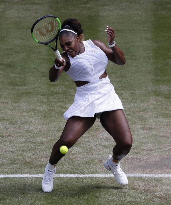 세리나 윌리엄스(10위·미국)가 7월 11일(현지시간) 영국 런던 윔블던의 올잉글랜드클럽에서 열린 2019 윔블던 테니스대회 여자 단식 준결승에서 바버라 스트리초바(54위·체코)와 경기하고 있다. ⓒ뉴시스·여성신문