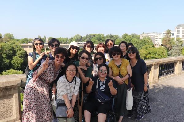 지난 6월 '짧은 여행, 긴 호흡' 사업에 참여한 여성공익활동가들. ©한국여성재단