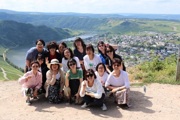 여성 공익활동가 12명은 '짧은 여행, 긴 호흡' 사업을 통해 휴식과 함께 독일 여성운동 현장을 직접 경험했다. ©한국여성재단