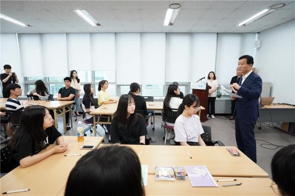 청소년을 위한 역사 바로 알기 프로그램 '일본군 위안부를 아시나요'를 진행 중인 모습 ⓒ성북구청