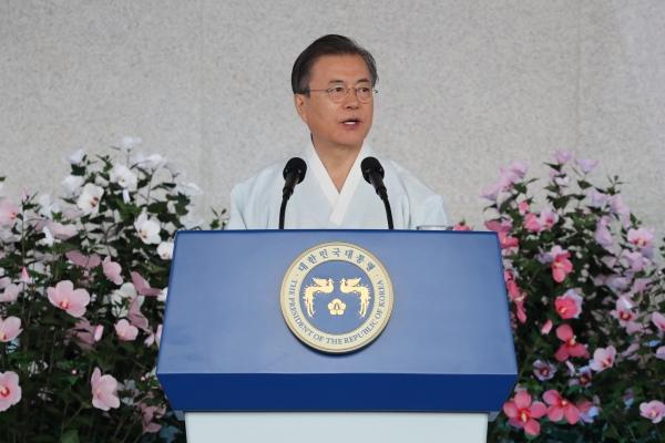 문재인 대통령이 15일 오전 천안 독립기념관 겨레의 집에서 열린 제74주년 광복절 경축식에서 경축사를 하고 있다. ©뉴시스·여성신문
