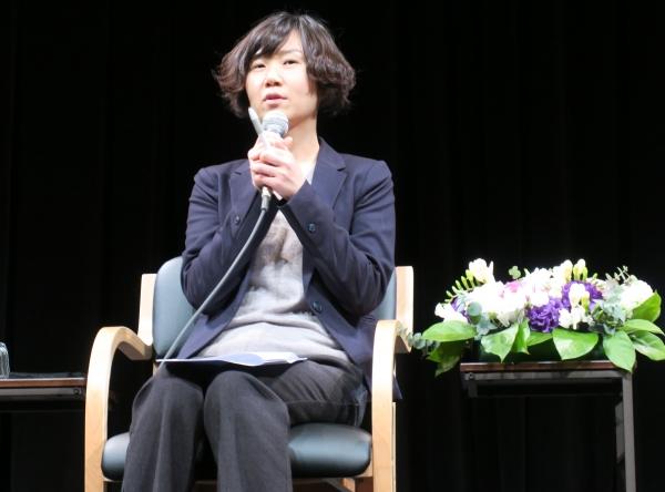 '82년생 김지영'의 조남주 작가가 올해 2월 일본 도쿄 신주쿠 기노쿠니야 서점에서 열린 기자회견에서 취재진들의 질문에 답변하고 있다. ⓒ뉴시스·여성신문
