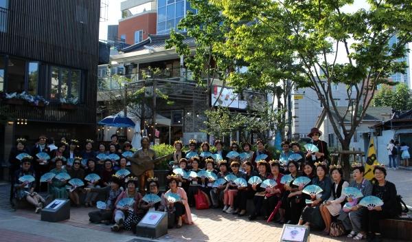 경북여협과 대구여협은 김광석거리에서 관광객을 대상으로 거리홍보캠페인을 개최했다.