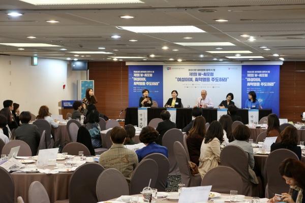 9월 25일 광화문 프레스센터에서 개회한 AI위원회 발족식 및 포럼이 개최하였다. ⓒ곽성경 여성신문 사진기자