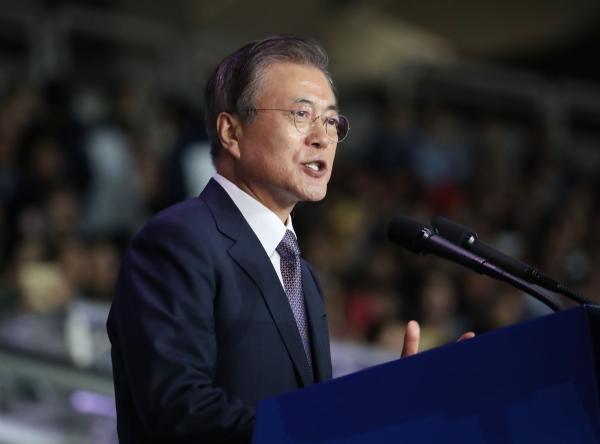 문재인 대통령이 4일 서울 송파구 올림픽 주경기장에서 열린 제100회 전국체육대회 개회식에서 기념사를 하고 있다.