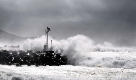 태풍 너구리의 영향으로 제주 앞바다의 파도가 거세졌다. ⓒ뉴시스‧여성신문