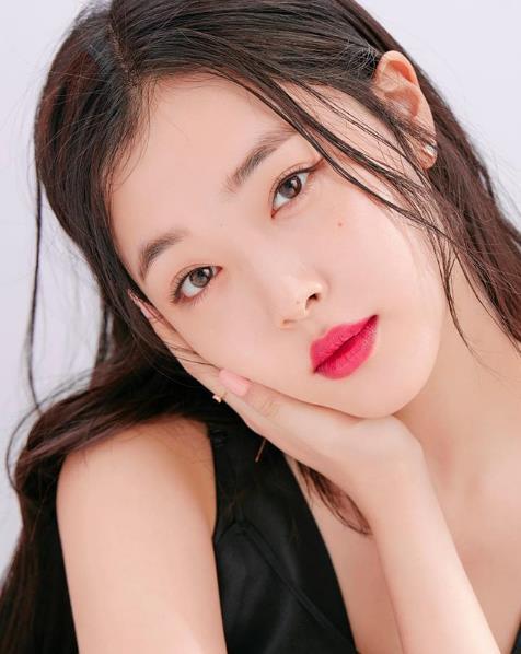 가수 겸 배우 설리(25‧본명 최진리)가 14일 숨진 채 발견됐다. 항년 25세. ⓒ설리 인스타그램