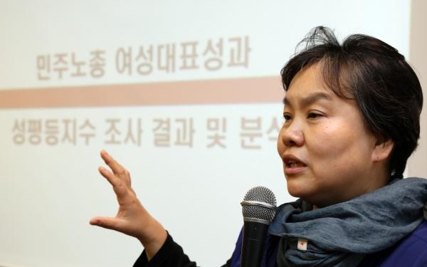 발제하는 민주노총 김수경 여성국장 ⓒ뉴시스.여성신문