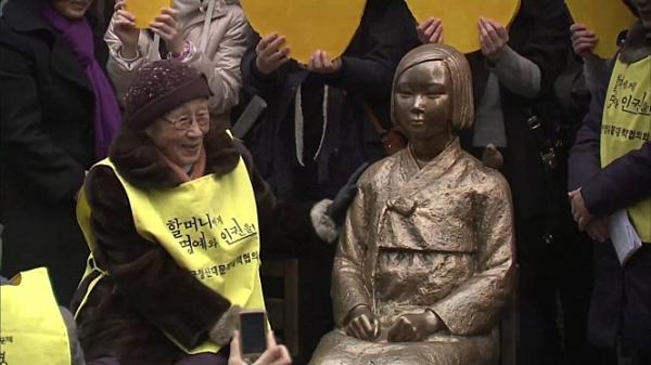 일본군 '위안부' 피해자 김복동 할머니는 일본의 사죄를 받기 위해 투쟁한 여성인권운동가이자 평화운동가였다. ⓒ엣나인필름