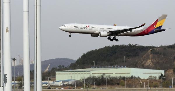 &nbsp;미래에셋대우는 국내 대기업과 전략적투자자로 컨소시엄을 구성해 3일로 예정된 아시아나항공 매각 예비입찰에 참여하기로 결정한 것으로 알려졌다. ⓒ뉴시스<br>