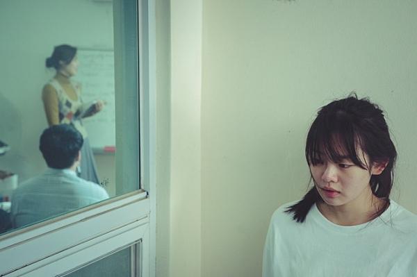 영하 '영화의 바람'은 주인공 영하가 성장하면서 가족과 친구 사이에서 상처와 위로를 받는 드라마다. ⓒ영화사 진진
