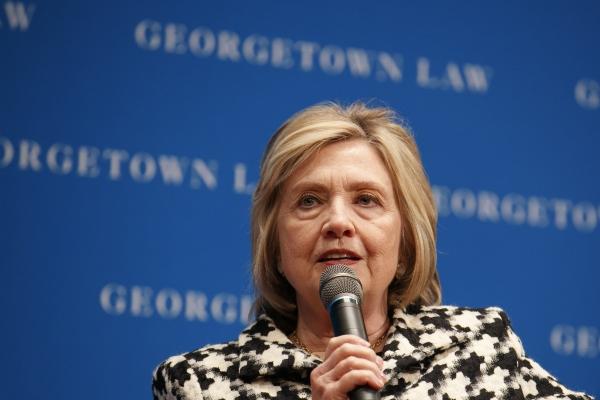 힐러리 클린턴 전 국무장관이 지난 10월30일 워싱턴 조지타운대 법학센터에서 열린 제2차 연례 루스 베이더 긴즈버그 강연회에서 연설하고 있다. ⓒ뉴시스