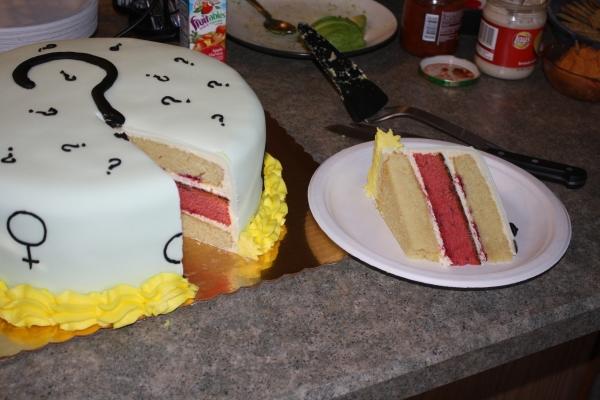 젠더 리빌 케이크 ⓒ위키백과