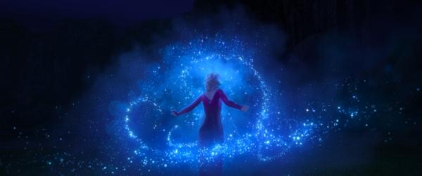 '겨울왕국2'의 엘사는 전편보다 한층 더 강력해진 모습이다. 자유자재로 마법을 쓰면서 어떤 위험도 감수한다. ⓒ월트디즈니컴퍼니코리아