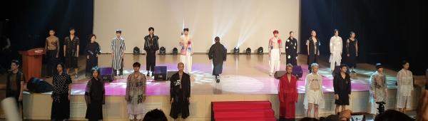 콘서트에서는 디자이너 박종철씨가 태극기와 한복을 주제로 패션쇼를 펼쳤다.