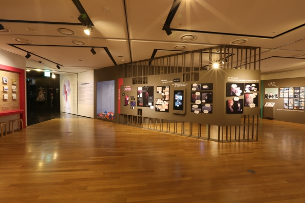 한국만화박물관의 페미니즘 만화 전시 '노라를 놓아라_부수는 여성들'이 전시가 부천시 한국만화박물관에서 내년 4월 26일까지 열린다. ⓒ한국만화박물관