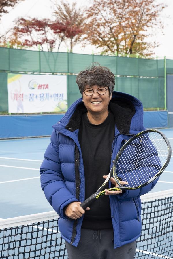 지난달 만난 김일순 Han 테니스 아카데미 원장은 지난 20년간 프로 테니스팀에서 지도자 생활을 했다. 3년전부터는 이곳 아카데미에서 초·가르기초 있다. ⓒ차윤희 사진작가