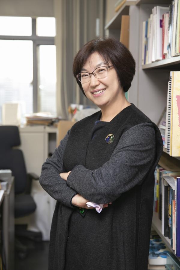 """아시아여성학회장인 김은실 이화여대 여성학과 교수는 """"아시아여성학은 '서구, 백인'을 기준으로 한 관점이 중립적·보편적인 것이라는 주류 지식생산 시스템에 맞서는 일이기도 했다""""고 말했다. ©성혜련 객원기자"""