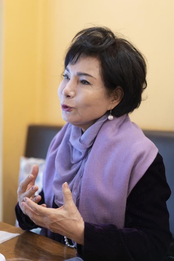 강화자 베세토오페라단 단장(74)이 9일 서울 서초구에서 여성신문과 인터뷰를 진행하고 있다. ⓒ여성신문