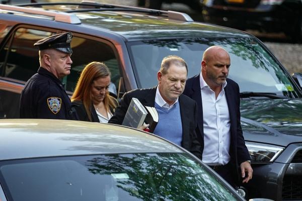 하비 와인스타인이 강간 혐의 등으로 뉴욕 경찰의 체포가 임박하자 2018년 5월 25일 경찰서에 자진 출두하고 있다. ⓒ뉴시스·여성신문