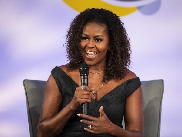 미셸 오바마 전 미국 대통령 부인이 10월 29일(현지시간) 미 일리노이주 시카고의 일리노이 공과대학에서 열린 '오바마 재단 리더십 서밋'에 참석해 발언하고 있다. ⓒ뉴시스·여성신문
