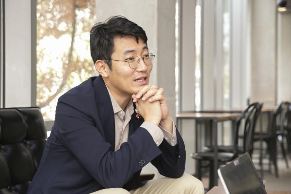 소셜 벤처 전문 임팩트 투자사인 소풍의 대표인 한상엽 대표는 공평한 투자 생태계를 만들기 위해 GLI(Gender Lens Investing) 리포트를 만들었다. 젠더의 렌즈로 투자를 바라보자는 의미다. ⓒ성혜련 사진작가