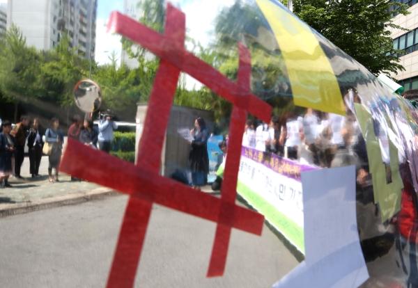서울 도봉구 서울시 북부교육지원청 앞에 나붙은 #스쿨미투 지지 해시태그. ⓒ이정실 여성신문 사진기자