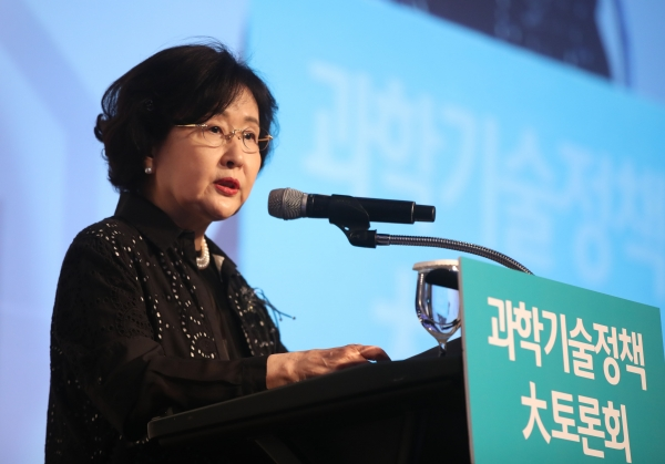 김명자 한국과학기술총연합회장. ⓒ뉴시스·여성신문