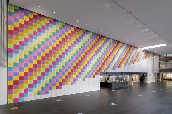 제니 홀저의 작품 '경구들(1977–79)로부터, 선동적 에세이(1979–82)로부터' 국립현대미술관 설치 전경 ⓒ국립현대미술관