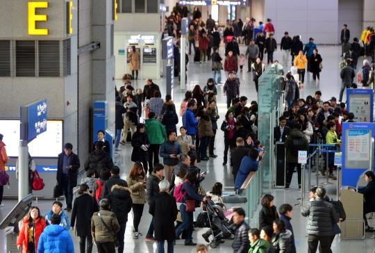 직장인 대부분이 올해 국내외 여행을 계획 중인 것으로 나타났다. 사진은 인천공항 모습. ⓒ뉴시스·여성신문