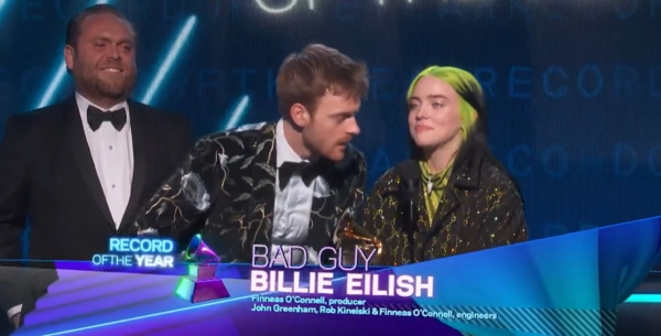 26일(현지시간) 미국 로스앤젤레스(LA) 스테이플스 센터에서 열린 제62회 그래미 어워즈에서 빌리 아일리시(Billie Eilish·맨 오른쪽)가 4관왕에 올랐다. ⓒ그래미 홈페이지
